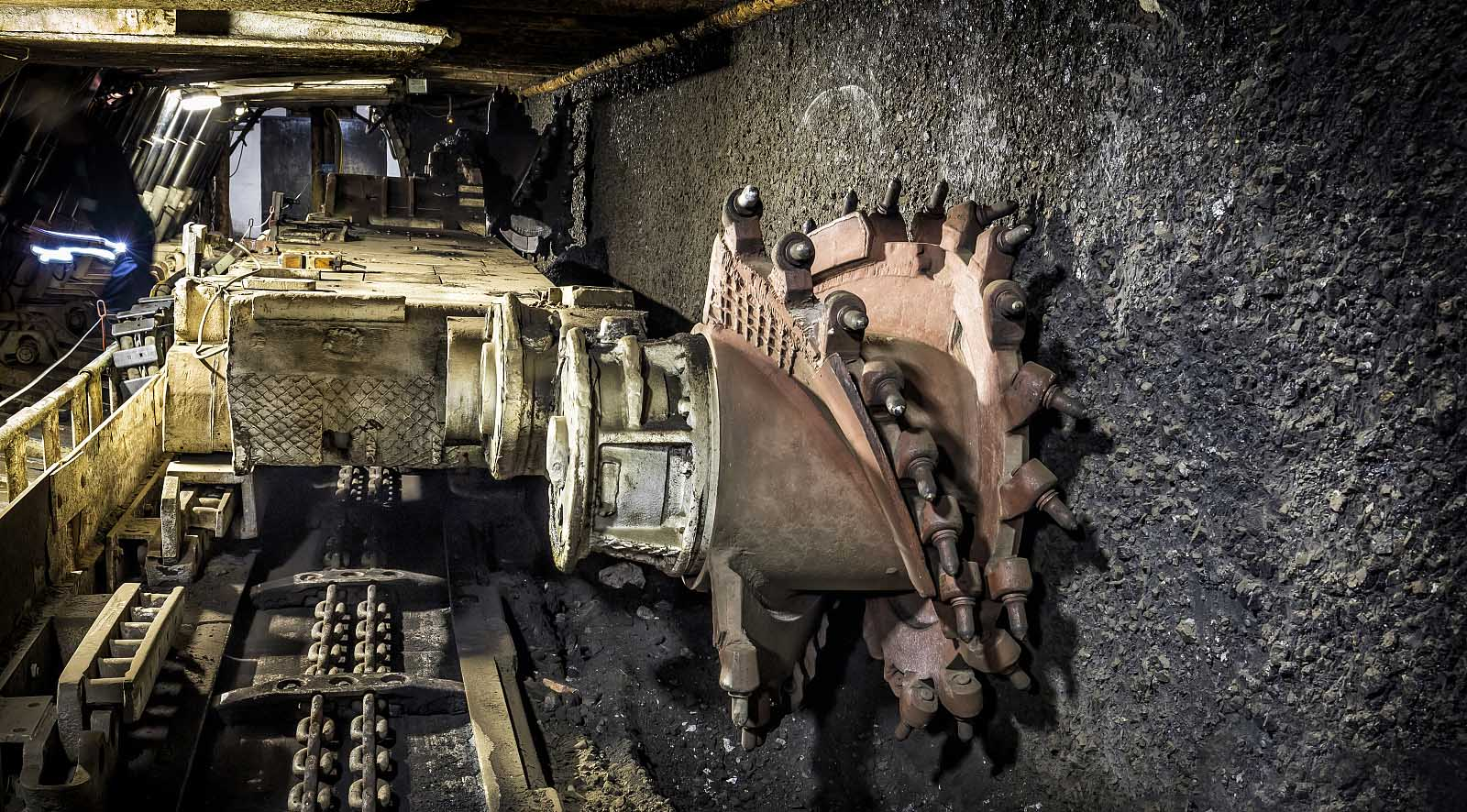 longwall-mining-by-HOT-Mining-4.jpg